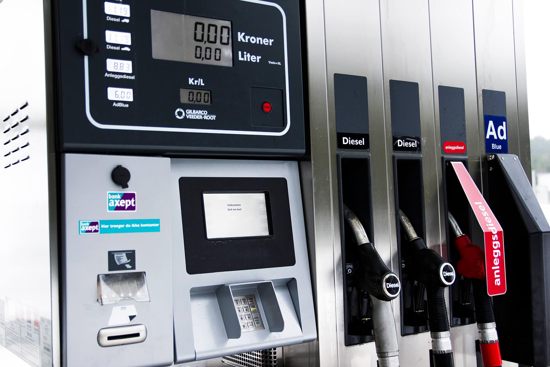 Nærbilde av dieselautomat i Kongsberg